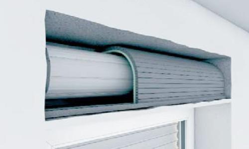 Dämmplatten in den Kasten einsetzen und mit dem Verschlussdeckel verbinden.